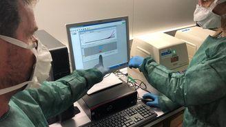 Anàlisi de proves de coronavirus, a l'ICS de Girona