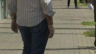 Els sanitaris alerten de la falsa sensació de seguretat que provoca portar guants