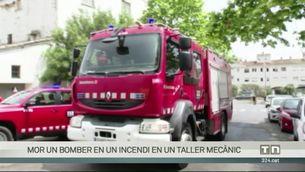 Mor un bomber en un incendi en un taller mecànic a Vilanova i la Geltrú