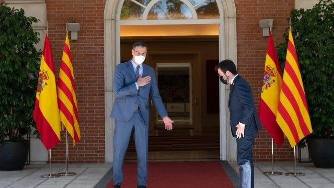 Pedro Sánchez i Pere Aragonès a Moncloa reverència