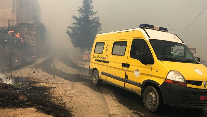Un vehicle d'Emergències a la província muntanyosa de Tizi Ouzou, al nord-est d'Algèria