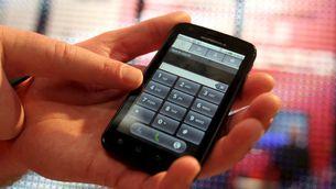 Telefònica vol reduir al mínim els contractes de prepagament (Foto: EFE)