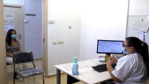 Una gestora covid a la consulta del CAP d'Alcarràs