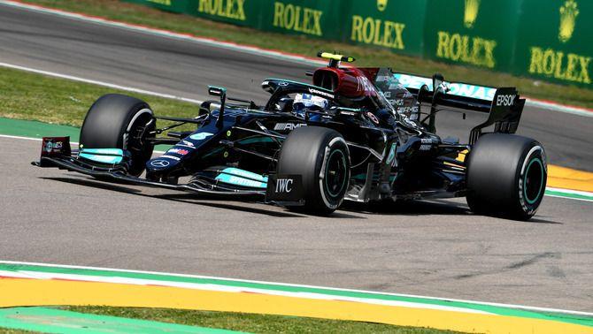 Valtteri Bottas i els Mercedes tornen a dominar els entrenaments d'Imola