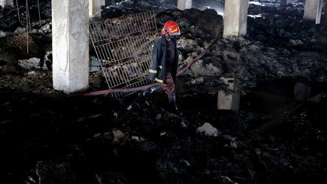 Una cinquantena de víctimes de l'incendi no van poder fugir de les flames perquè la porta d'accés a l'escala estava tancada amb clau