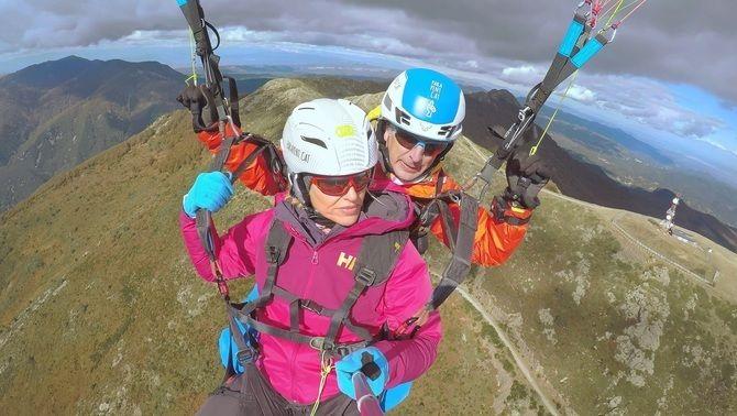 Judit Mascó saltant en parapent, a 'Aire lliure'.