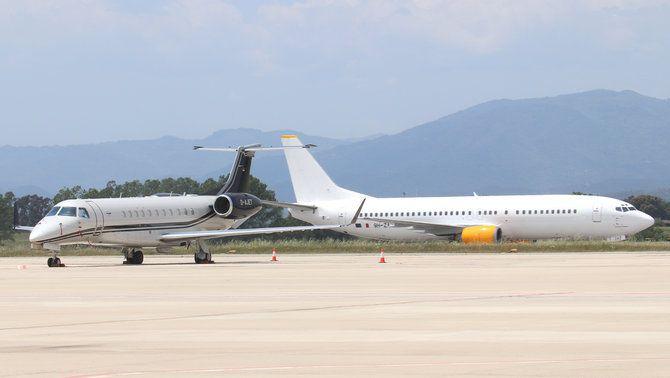 Dos avions a l'aeroport de Girona