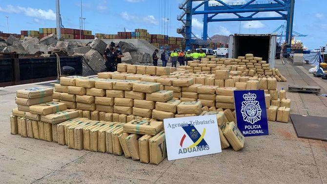 638 fardells d'haixix descarregats del vaixell Natàlia al port de Las Palmas (Policia Nacional)