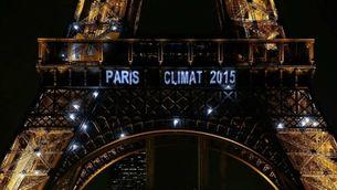 La torre Eiffel durant la Cimera del Clima de París, el desembre del 2015