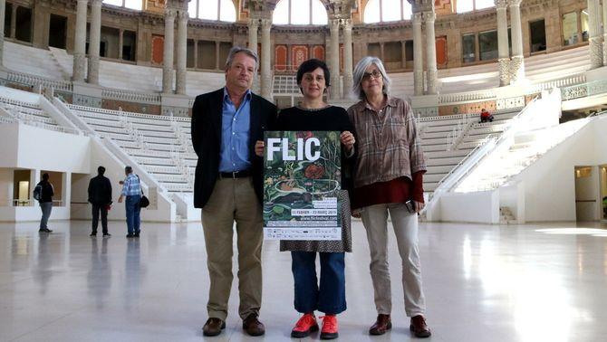 La directora del FLIC, Magalí Homs, amb la cap del departament d'Educació del MNAC, Teresa González, i l'editor Lluís Zendrera, amb el car…