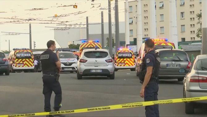 Un mort i vuit ferits en un atac amb ganivet a Villeurbanne, a prop de Lió