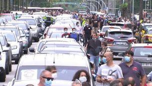 Els treballadors de Nissan col·lapsen la Diagonal amb els seus cotxes