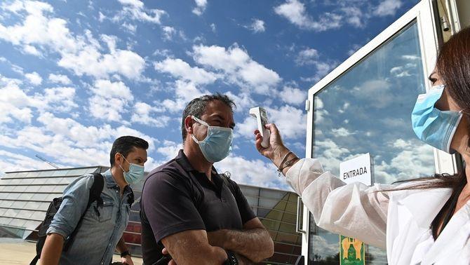 La nova normalitat del govern espanyol: mascareta obligatòria, distàncies i detecció
