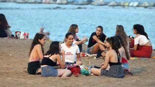 S'aixeca el límit de 10 persones a les trobades socials (ACN/Miquel Codolar)