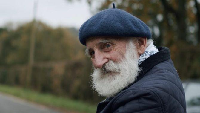 """""""Toca de peus a terra, escolta i mira"""": la veu d'un vell granger hipnotitza a YouTube"""