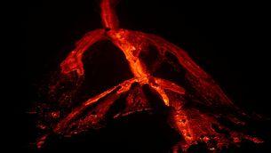 EN DIRECTE | Volcà de La Palma: la reactivació d'una boca antiga omple l'illa de fum i cendra