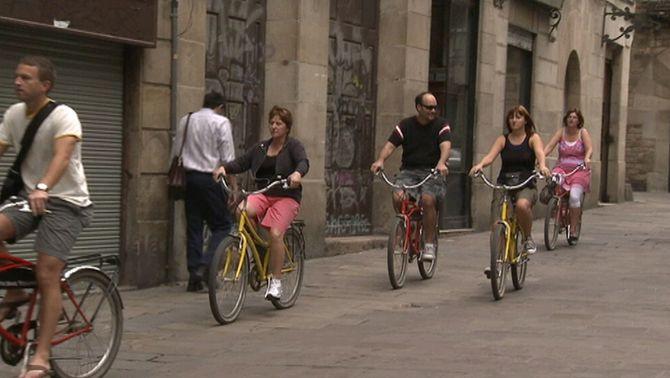 L'Ajuntament de Barcelona podria prohibir la circulació de bicicletes per les voreres