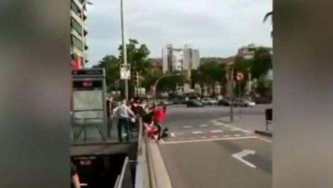 """Investiguen l'agressió al carrer a dues seguidores de la """"roja"""" a Barcelona"""