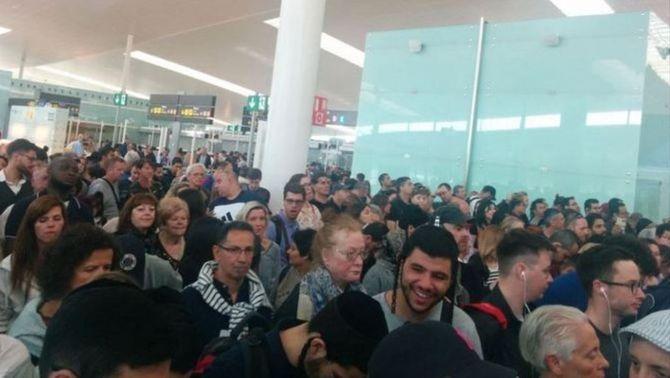 Les cues han tornat a l'Aeroport del Prat