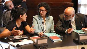Anna Gabriel amb Marta Rovira i Lluís Corominas en una reunió de la Junta de Portaveus (ACN)