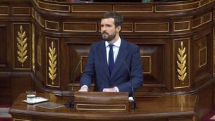 Casado trenca amb Vox, que es queda sol en la moció contra Sánchez