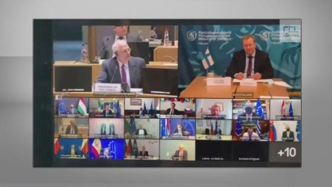 El periodista ha interromput la trobada dels 25 ministres de Defensa europeus