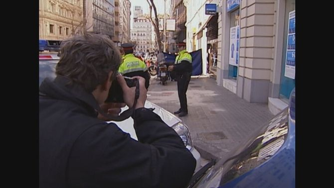 La policia acordona l'escena del crim