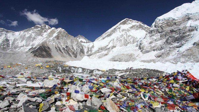 Moren dos muntanyencs a l'Everest en ple col·lapse per la Covid al camp base