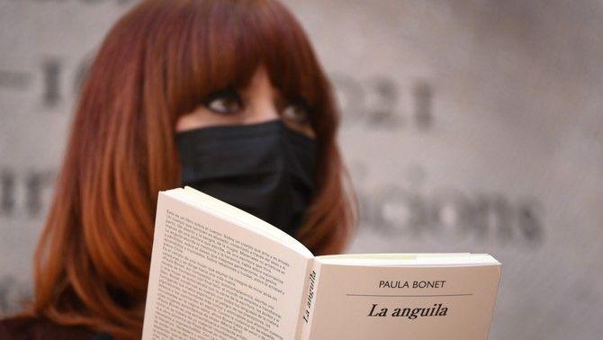 Paula Bonet, amb el seu llibre 'L'anguila'