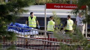 Equips d'emergència a l'estació de tren de Castelldefels