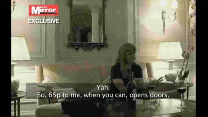 """Un vídeo de càmera oculta del """"Daily Mirror"""" va revelar que la duquessa de York acceptava suborns. (Foto: YouTube)"""