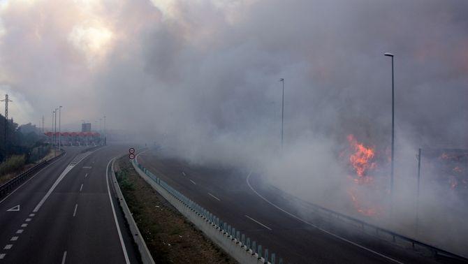 Flames a l'AP-7 (Foto: ACN)