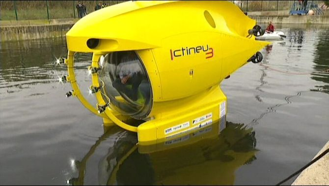 Bateig de l'Ictineu 3,  un submarí íntegrament Català.