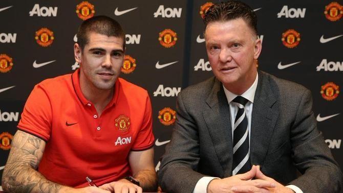 El Manchester United fa oficial el fitxatge de l'exporter del Barça Víctor Valdés