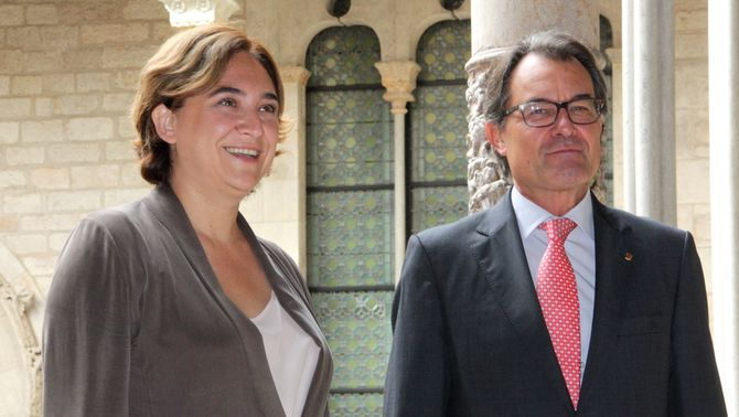 """Mas coincideix amb Colau """"en la necessitat de connectar els dos tramvies de Barcelona"""""""