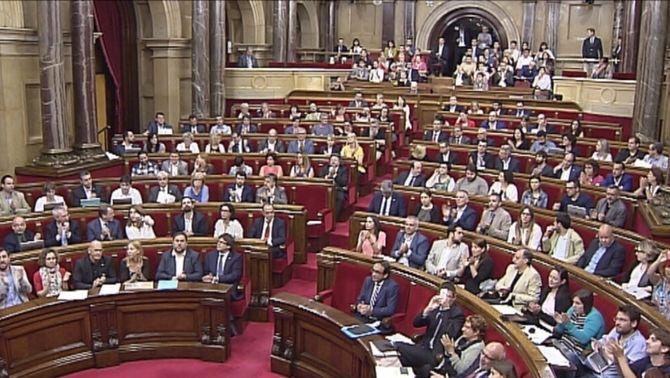 El Parlament destitueix el director de l'Oficina Antifrau només amb l'oposició del PP