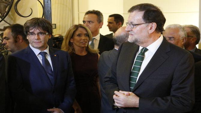 Carles Puigdemont i Mariano Rajoy, junts al Museu Serraves de Porto, durant la inauguració de l'exposició de Miró, el 30 de setembre de 2016