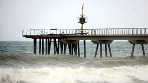 El Pont del Petroli de Badalona malmès pel temporal