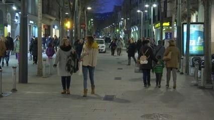 El comerç tradicional troba a faltar ara les cadenes de moda que deixen els centres urbans