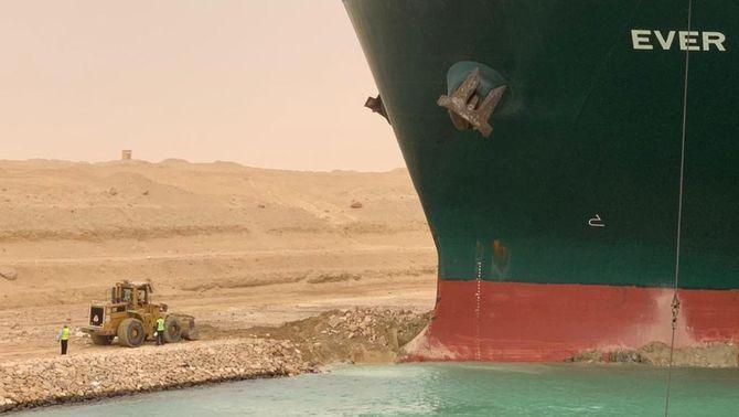 El conductor de l'excavadora del canal de Suez no ha cobrat hores extra per l'Ever Given