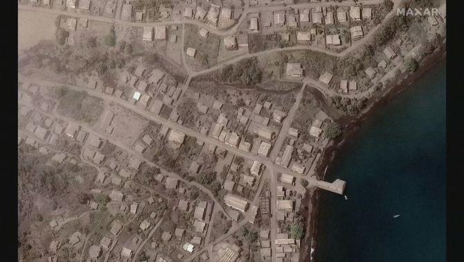 Imatges satèl·lit de l'illa Saint Vincent abans i després de l'erupció