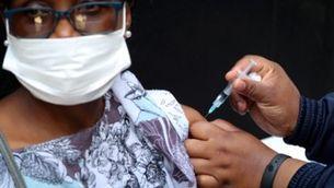 Amnistia acusa les farmacèutiques del bloqueig intencionat de la vacuna als països pobres