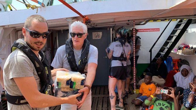 L'actor era de vacances a Itàlia i va viatjar al vaixell per fer pressió perquè el deixessin desembarcar