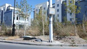 Torretes i murs alts en un dels centres d'internament que grups pro drets humans denuncien al Xinjiang