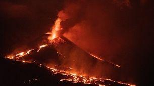 Nova colada al volcà de La Palma, on s'han destruït més de 2.100 edificis