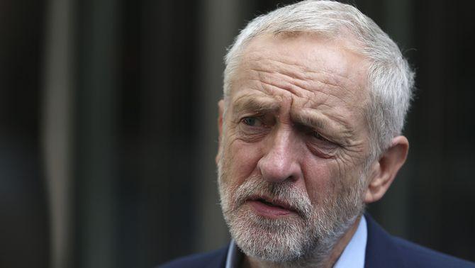 Allau de dimissions al govern a l'ombra del líder laborista, Jeremy Corbyn, després del Brexit