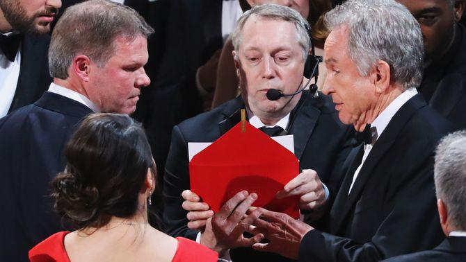"""""""Moonlight"""" guanya l'Oscar a millor pel·lícula, tot i que """"La la land"""" puja per error a recollir-lo"""