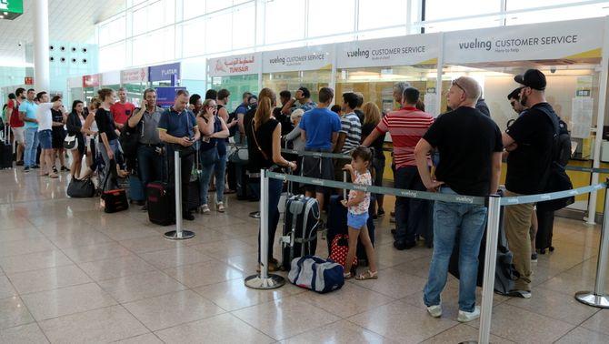Els menors necessiten permís oficial dels pares per viatjar sols a l'estranger des d'ara