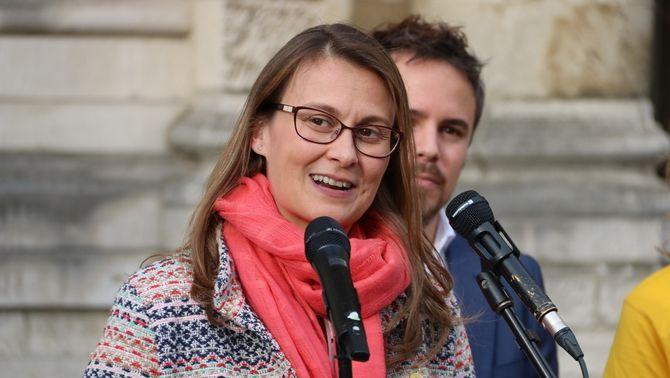 La consellera d'Agricultura cessada pel 155, Meritxell Serret, en la rebuda a la flama del Canigó, dissabte a Brussel·les (ACN)