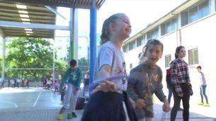 En una escola de Ripollet, els nens han decidit que al pati no es jugui a futbol